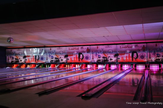 Club 300 Bowling and Bar