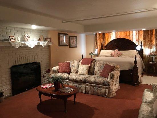 Boot Hill Bed & Breakfast: Wild West Suite