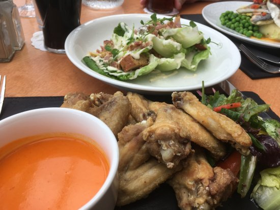 Glen Of The Downs, Ireland: Wings with salad