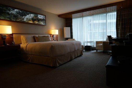 Fairmont Pacific Rim: Fairmont King Room Bed