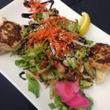 Miller's Tap and Grill: Crab And Lobster cakes