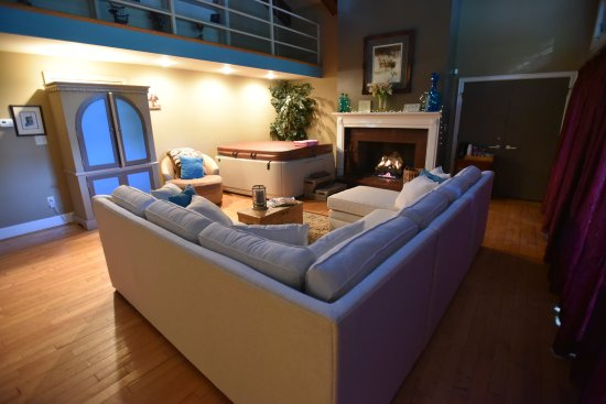 Pilot Mountain, NC: Penthouse suite with hottub