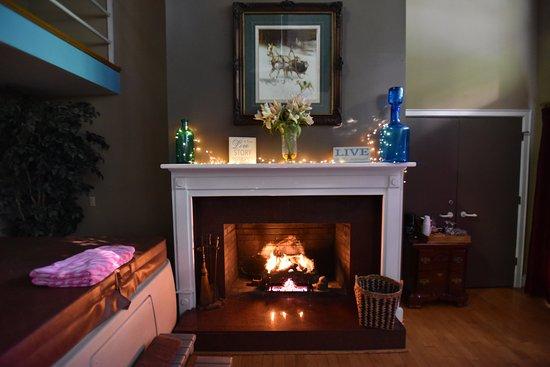 Pilot Mountain, NC: Fireplace of Penthouse suite