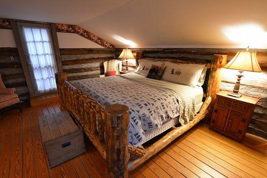 Pilot Mountain, NC: Loft Bedroom cabin #4