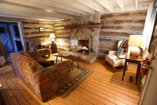 Pilot Mountain, NC: living room cabin