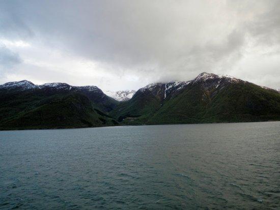 Sogn og Fjordane, Norway: Snow capped peaks in May