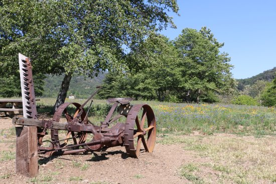 Oak Glen, CA: Farm equipment on display