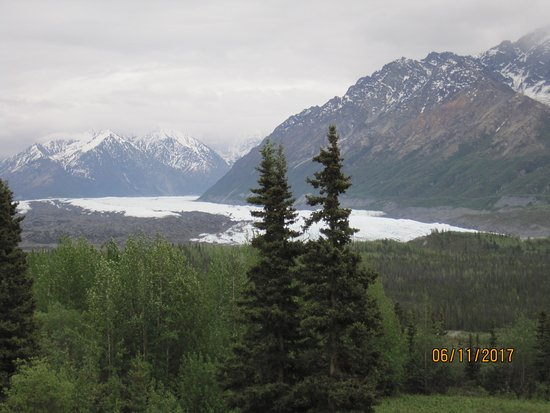 Glacier View, AK: The picture doesn't do justice to the beauty of the view!