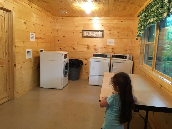 Linville Falls Campground RV Park & Cabins: Laundry  Room