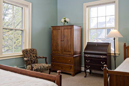 Middlebury, VT: The spacious Lincoln room with it's extra twin bed.