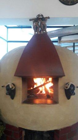 Puka Rumi: horno para pizzas . restaurante pukarumi