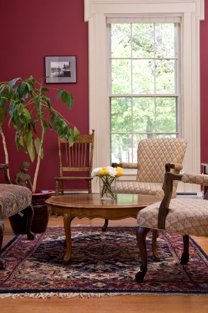 Middlebury, VT: The charming reception area/guest lounge
