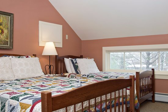 Middlebury, VT: Shoreham room, with its extra twin bed. Charming!