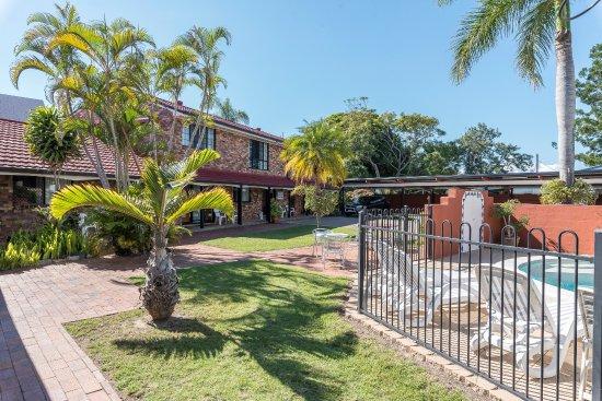 Hervey Bay Colonial Lodge: Courtyard area