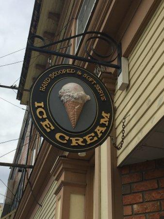 Prince Rupert, Canada: Ice Cream signage