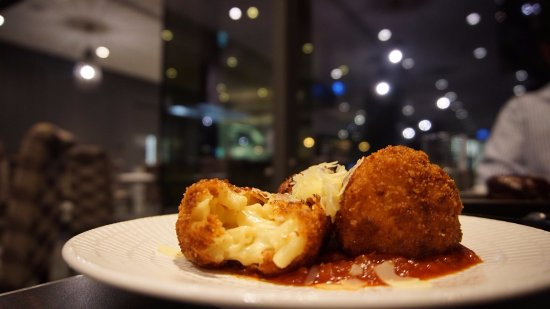 Scarborough, Australia: Mac n Cheese Balls