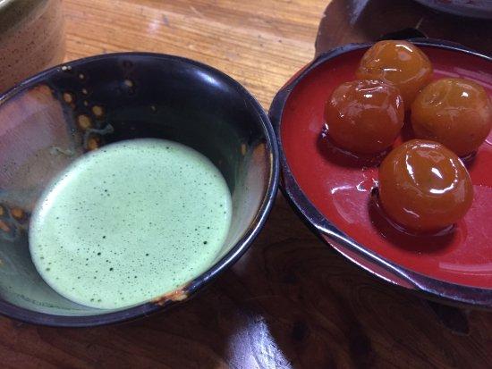 Hitoyoshi, Japan: 季節の金柑甘露煮と抹茶の接待