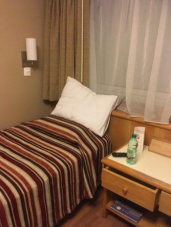 Hotel Lafayette: Single bed
