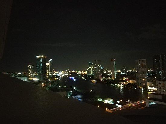 Centre Point Hotel Silom: IMG_20170613_214403_HHT_large.jpg