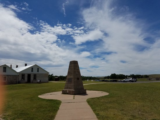 Fort Laramie, WY: Monument at entrance to fort
