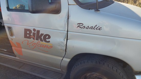 "Paia, ฮาวาย: The other side of the ""Rosalie"" van! Bad shape!"