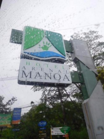 Arenal Manoa Hotel: The place has a great view of the volcano...in a clear day!