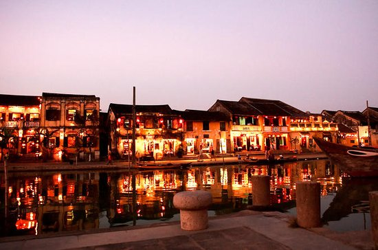 HOIAN town with RED BRIDGE VIETNAMESE ...