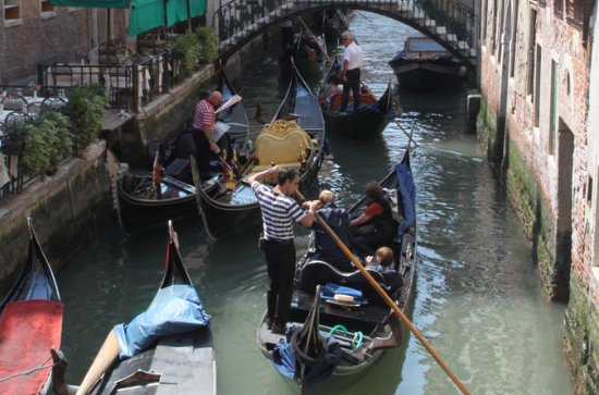 Privat Grand Canal Gondola Serenade