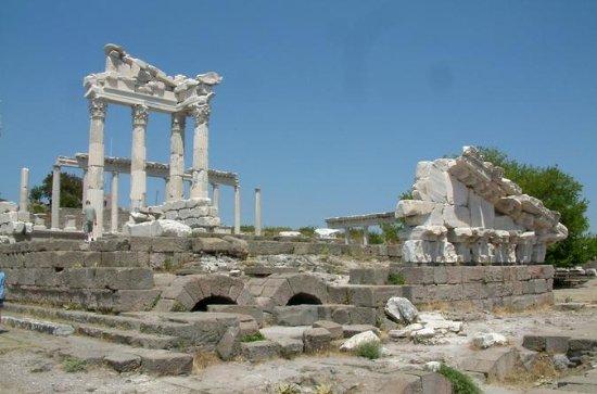 アクロポリスとペルシャムのアクスピピオン、イズミルからのプライベートガイドと…
