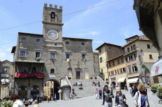 Cortona tour a pé sob o sol da Toscana