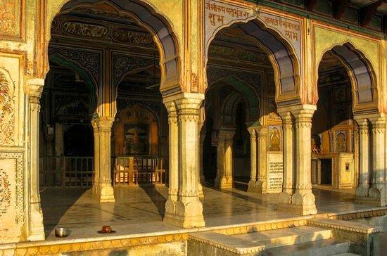 Een spoor van tempels en tradities in ...