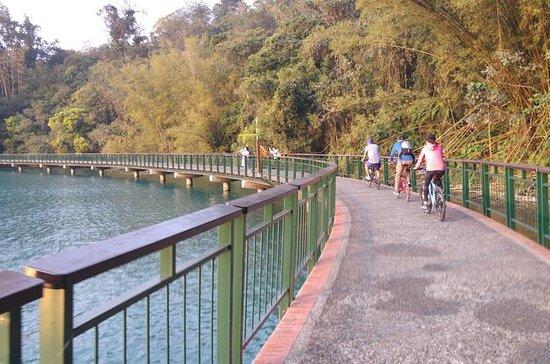 Biking around Sun Moon Lake day tour