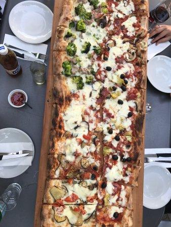Aarau, Schweiz: Leckerepizza, etwas teuer und Käse (Mozzarella?) hat mir nicht so geschmeckt. Wird am Sommer ver