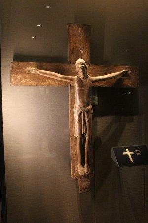 Musée des beaux-arts de l'Ontario : Permanent Collection: Mid-12th century crucifix