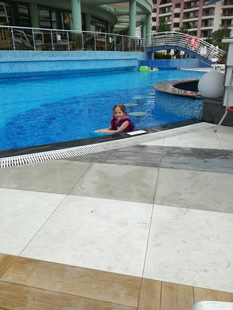 Cold empty pool picture of hotel marvel sunny beach - Sunny beach pools ...