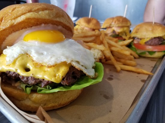 La Puente, Californië: Besides the delicious barbecue you need to try the bacon Jam burger with the fried egg and fries