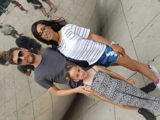 Cloud Gate: Great for photo opportunity!