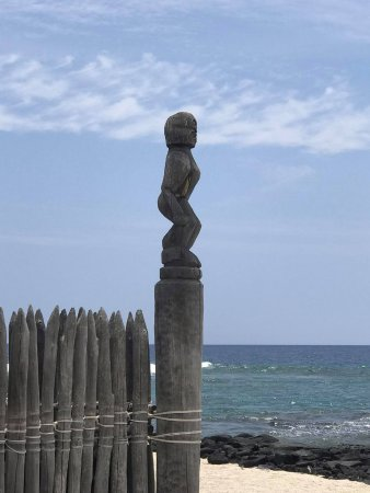 Honaunau, HI: Lone warrior watching out over the waters
