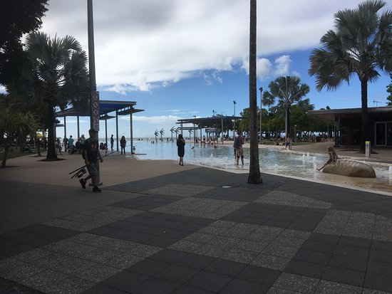 Cairns Esplanade Swimming Lagoon: photo0.jpg