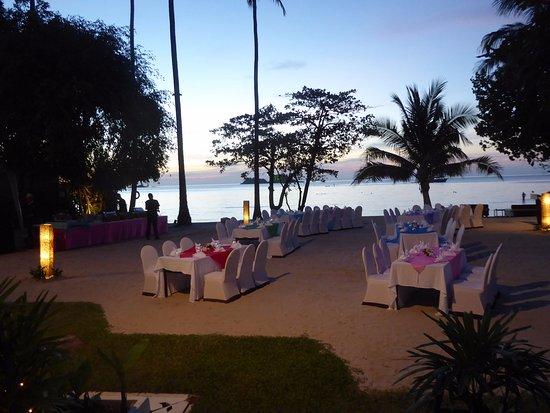 The Emerald Cove Koh Chang: Spezialarragements für Feiern im Strandbereich des Hotels.