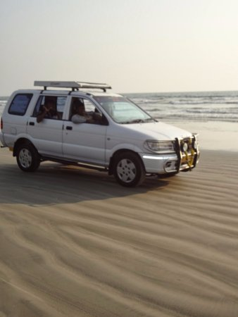 Muzhappilangad Drive-in Beach: A RIDE THROUGH BEACH SAND
