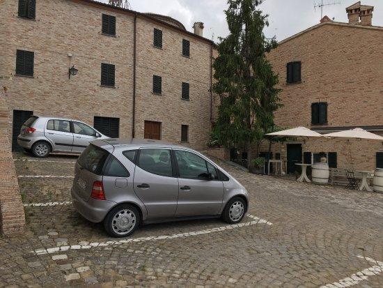 Serrungarina, Itália: Una meraviglia nel verde delle Marche