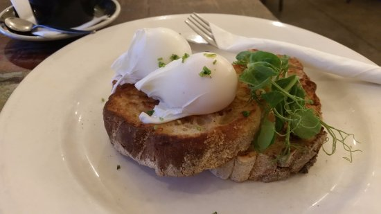 Eighty Eight Cafe : Poached eggs on toast