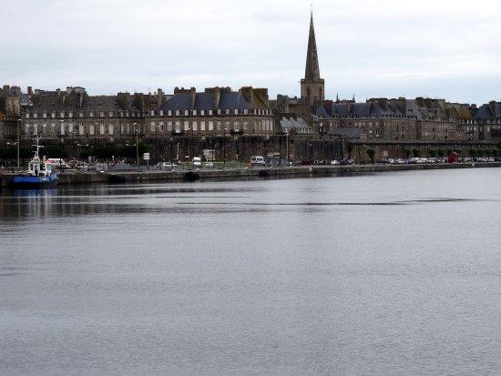 Manoir du Cunningham Hotel: Zicht op St.-Malo.