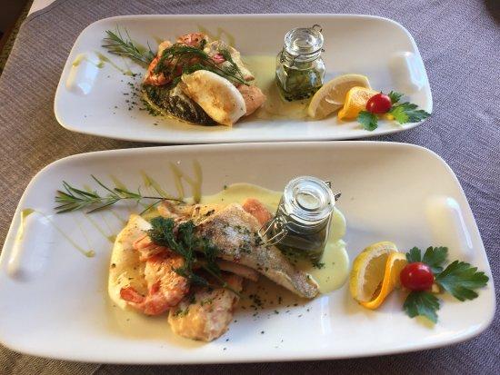 Breitenwang, Austria: Das Restaurant Mühlerhof verfügt über einen wunderschönen Gastgarten und die Grillspezialitäten