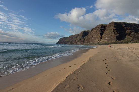 Polihale State Park: Looking toward Napali Coast line.