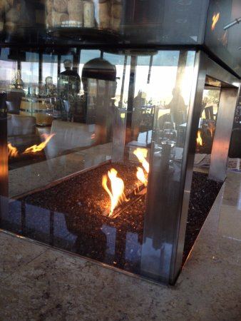 Yarra Glen, Αυστραλία: Ornamental but effective gas fire