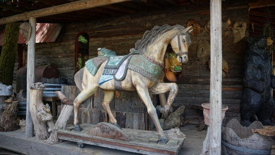 Kerby, OR: Amazing wooden horse! So accurate!