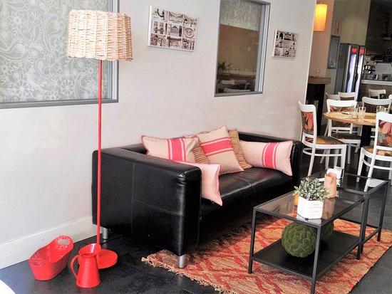 San Sebastian de los Reyes, Spain: Una de las 4 zonas lounge, para tomar una copa o estar un ratito de sobremesa con un café.