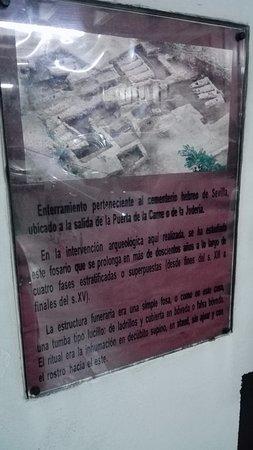 Centro de interpretación Judería de Sevilla: Miejsce pamięci o byłym cmentarzu w parkingu podziemnym .